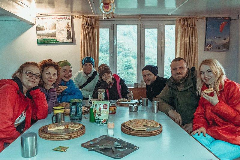 Обед в лоджии в Непале (трек к базовому лагерю Аннапурны)